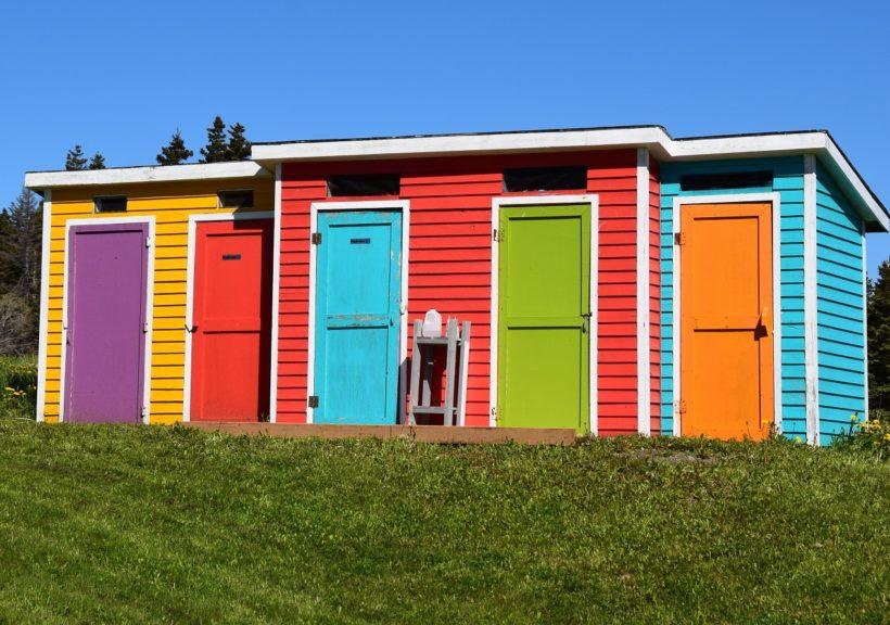Kolorystyka kabin z płyt wiórowych